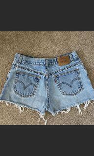 Levi's shorts size medium