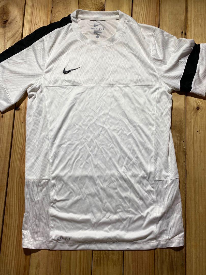 Nike putih ukuran M