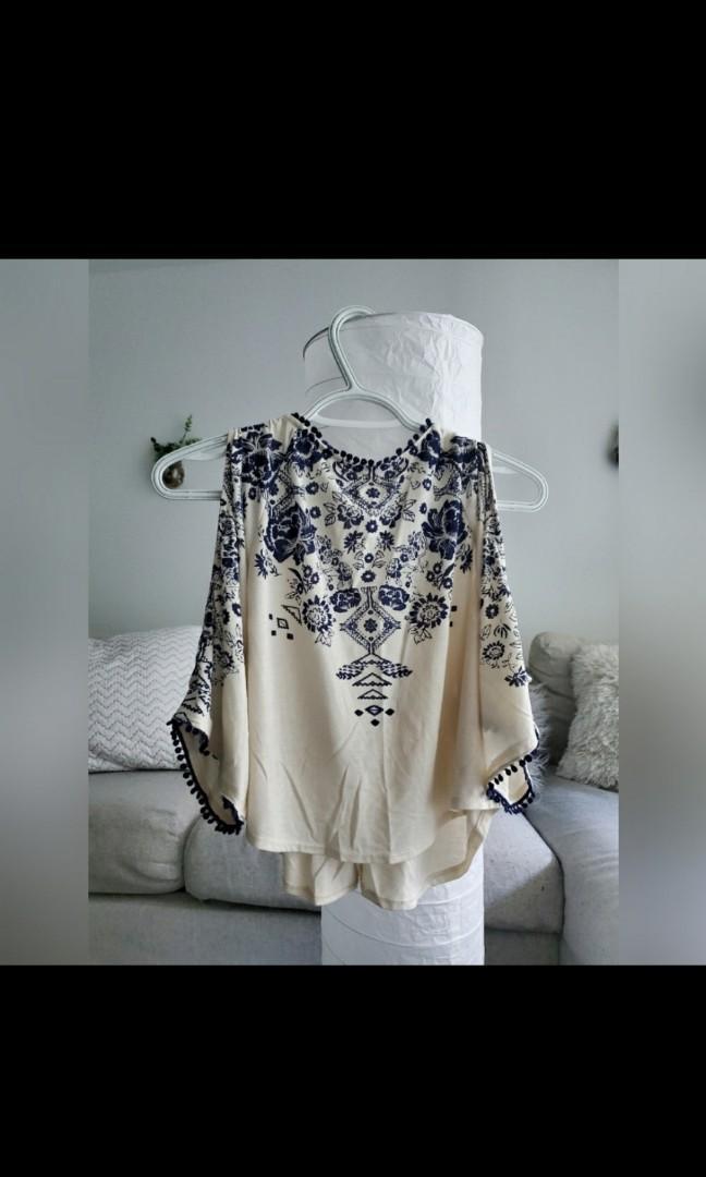 Open shoulder patterned top