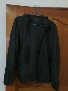 Uniqlo 薄外套 深綠色