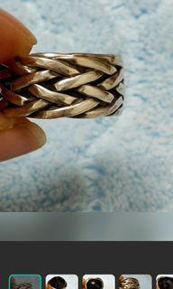 銀戒指內圈直徑1.7公分,內圈一圈約5公分