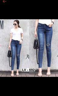 Celana jeans model robek ukuran 29 bekas preloved