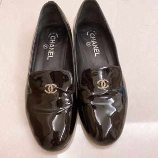 Chanel/請放心購買 本人痛恨假貨/鞋底有花錢裝防滑墊/珍珠的點綴很美/38號