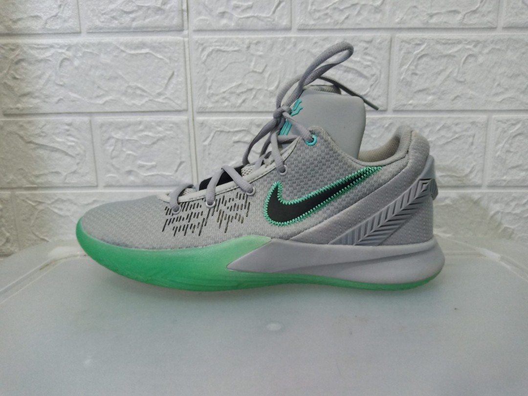Nike Kyrie Flytrap 11, Sports, Athletic