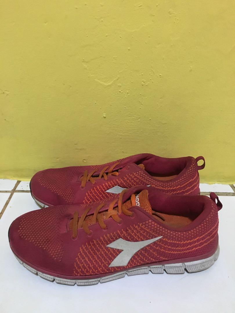 Sepatu Diadora Ukuran 41