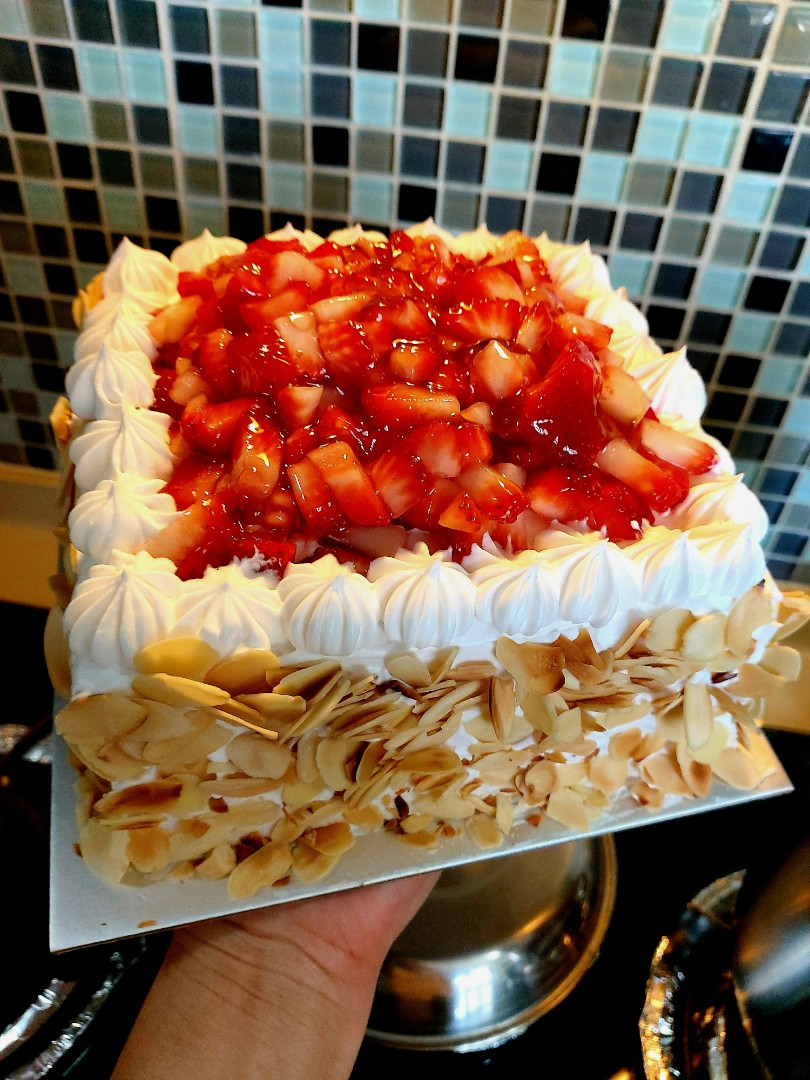 Strawberry Chantilly Cream Cake Food Drinks Baked Goods On Carousell