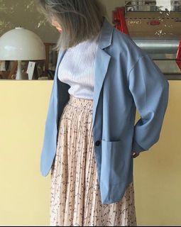 藍色西裝外套