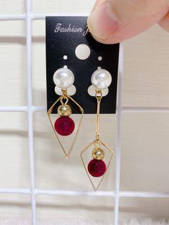 微秋浪漫高雅的珍珠酒紅球球耳飾(一長一短的設計 簡單高雅有型)#換季