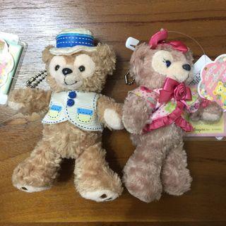 日本迪士尼 達菲和雪莉玫站姿吊飾 (一對不分售)