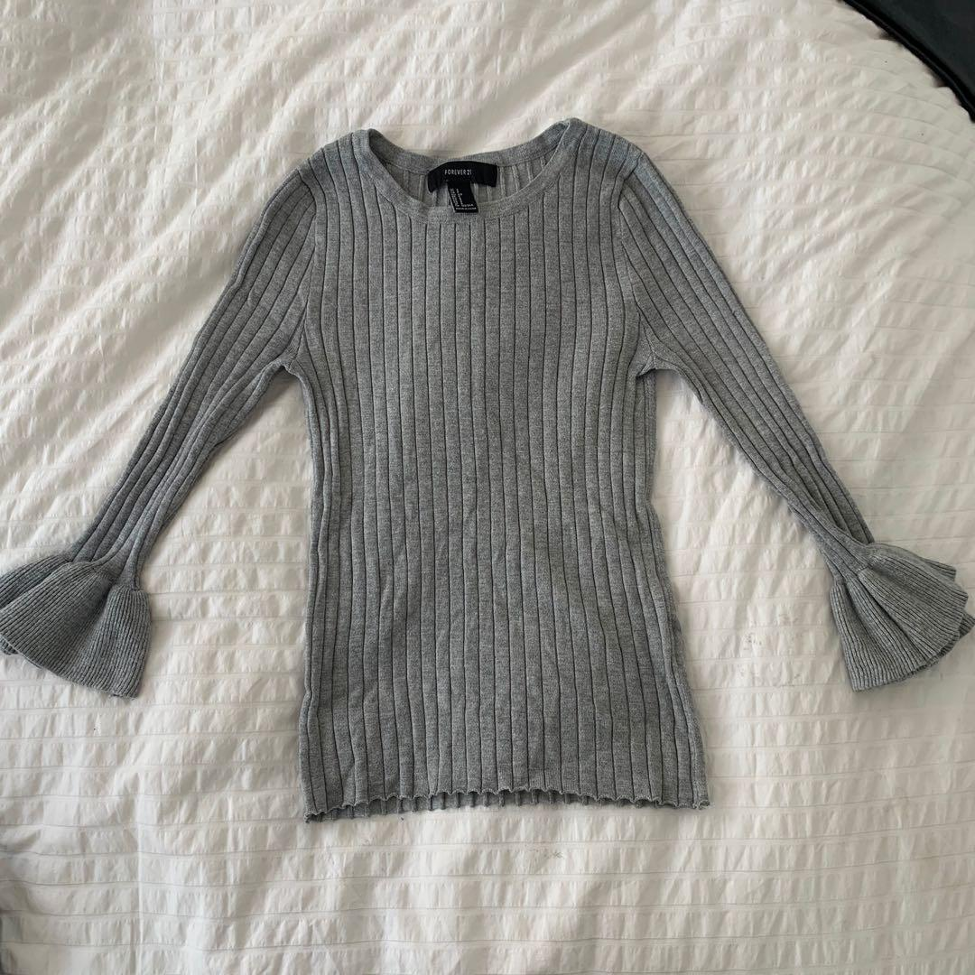 Knit shirt with flowy sleeves