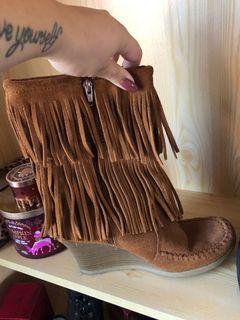 Light brown fringe moccasin boots - size 8