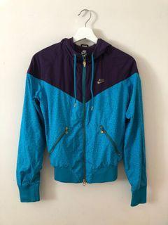 nike windbreaker jacket size s