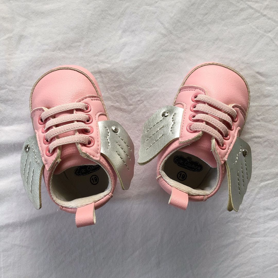 Crib Couture Pink Crib shoes with wings