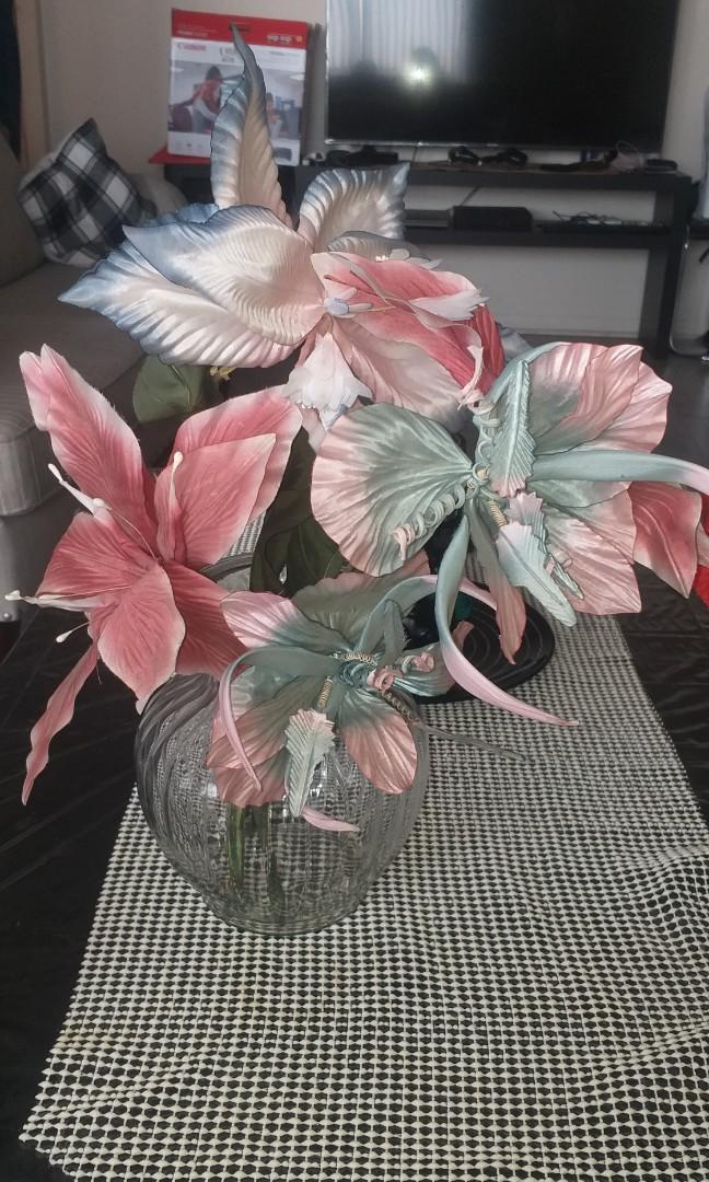 Glass vase with artificial flower