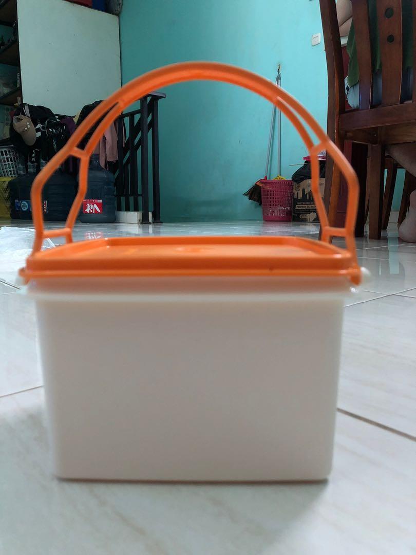 kotak tupperware