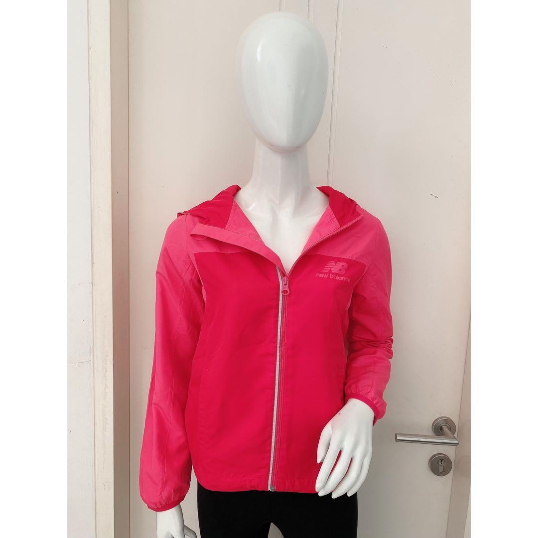 NEW BALANCE Womens Lightweight Water Resistant Hooded Running Jacket