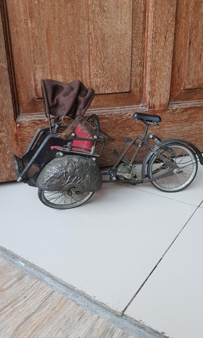 Replika becak mini antik