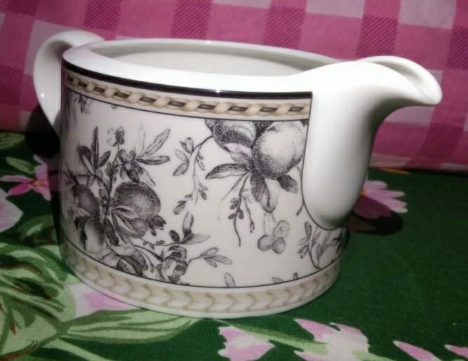 Cream jug royaldoulton