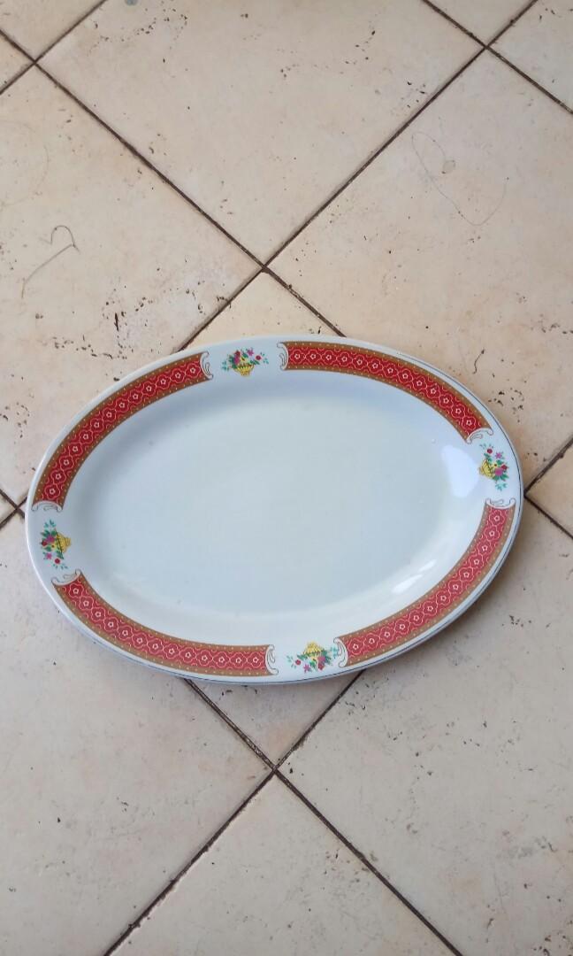 Piring keramik antik oval besar