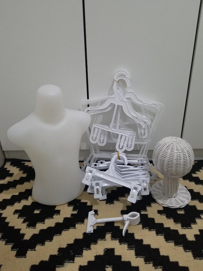 Satu set display Pakaian anak