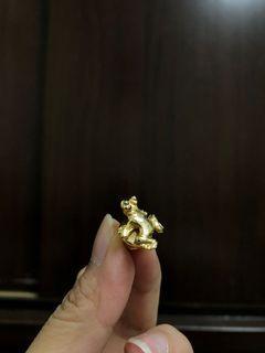 金色青蛙別針