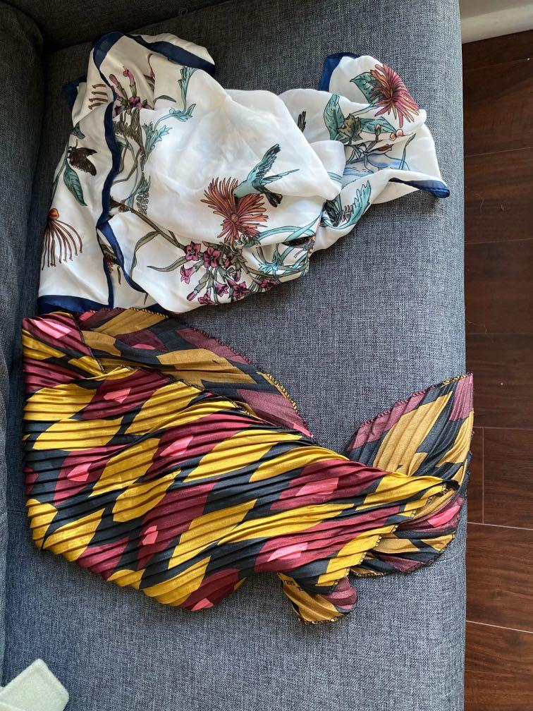 Brand new scarf   size about 50*50