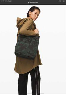 Lululemon now and always camouflage tote