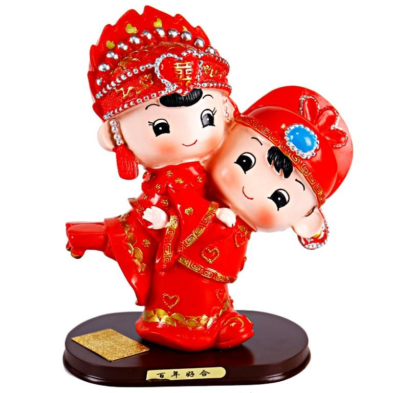 Wedding Gift Resin Toy Hugging Traditional Chinese Costume