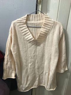 米黃色毛衣