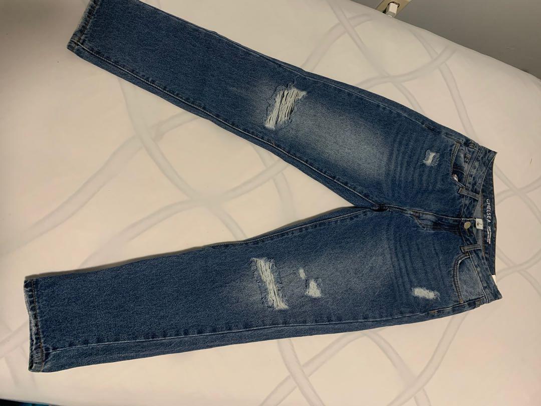Blue mom/boyfriend jeans