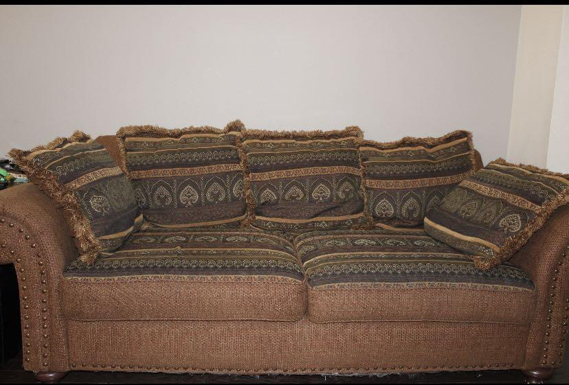 3 piece couch set (PRICE NEGOTIABLE)