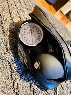 Blood pressure monitor (sphygmomanometer)