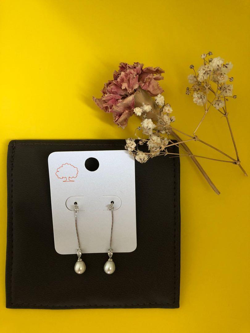 Earrings - $10 - BRAND NEW