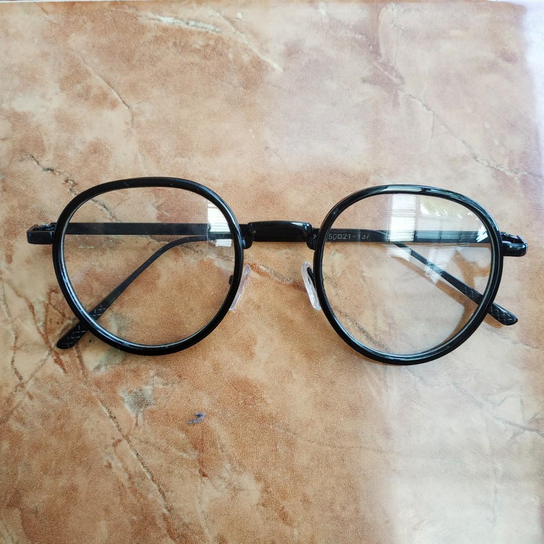 Kacamata semi bulat kokoh
