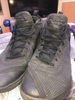 Bron James black thunder shoes
