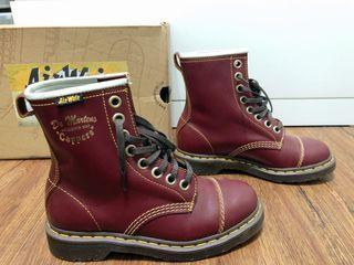 全新 澳門購入 Dr. Martens CAPPER 馬丁靴經典暗紅8孔皮靴 有盒有吊牌