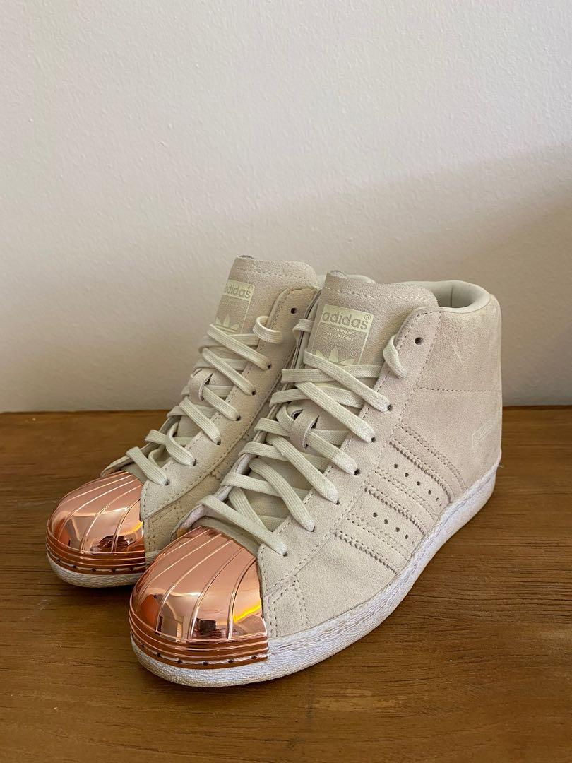 Abandono Egomanía Propio  Adidas Superstar Up in Suede & Rose Gold Metal Shoes, Women's Fashion,  Shoes, Sneakers on Carousell