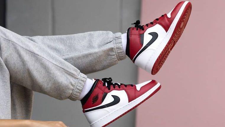 Air Jordan 1 Mid Chicago 2020 GS, Men's Fashion, Footwear ...