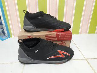 Sepatu Futsal specs Swervo Galactica