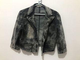 黑色刷白牛仔短版搭配外套