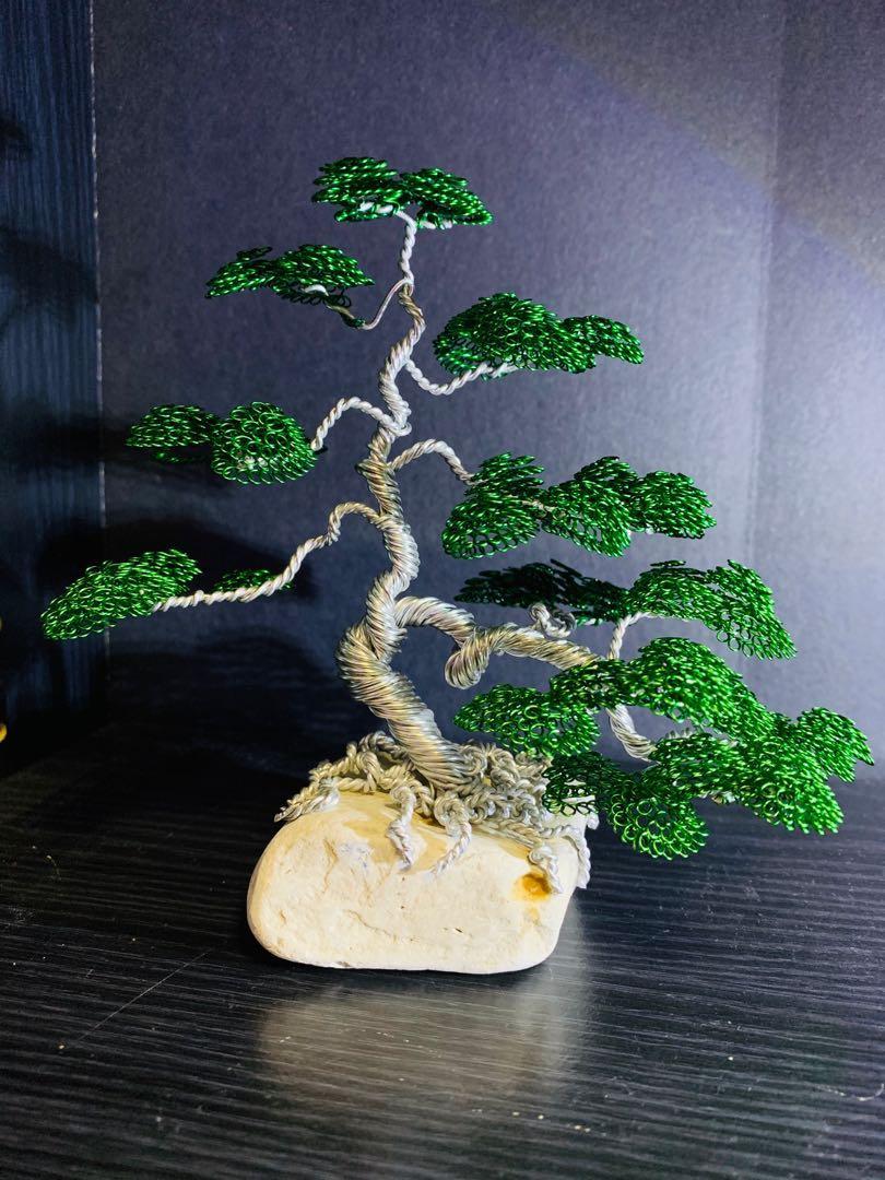 Informal cascaded bonsai sculpture
