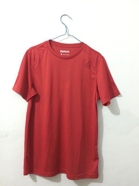 Kaos reebok merah