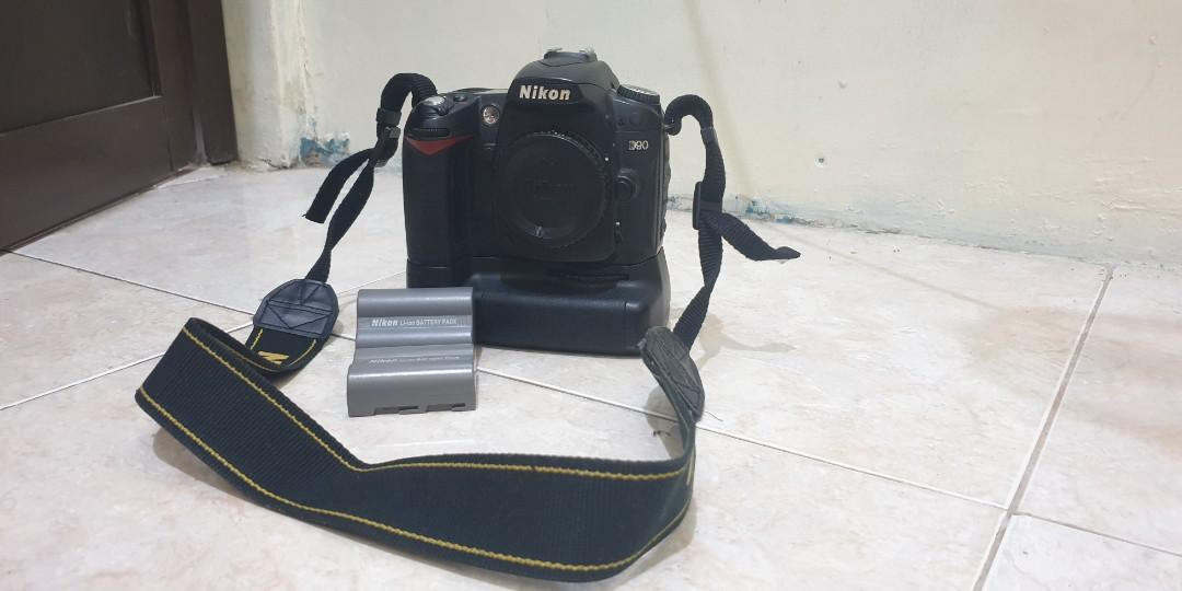 Nikon D90 body only + multipower battery pack