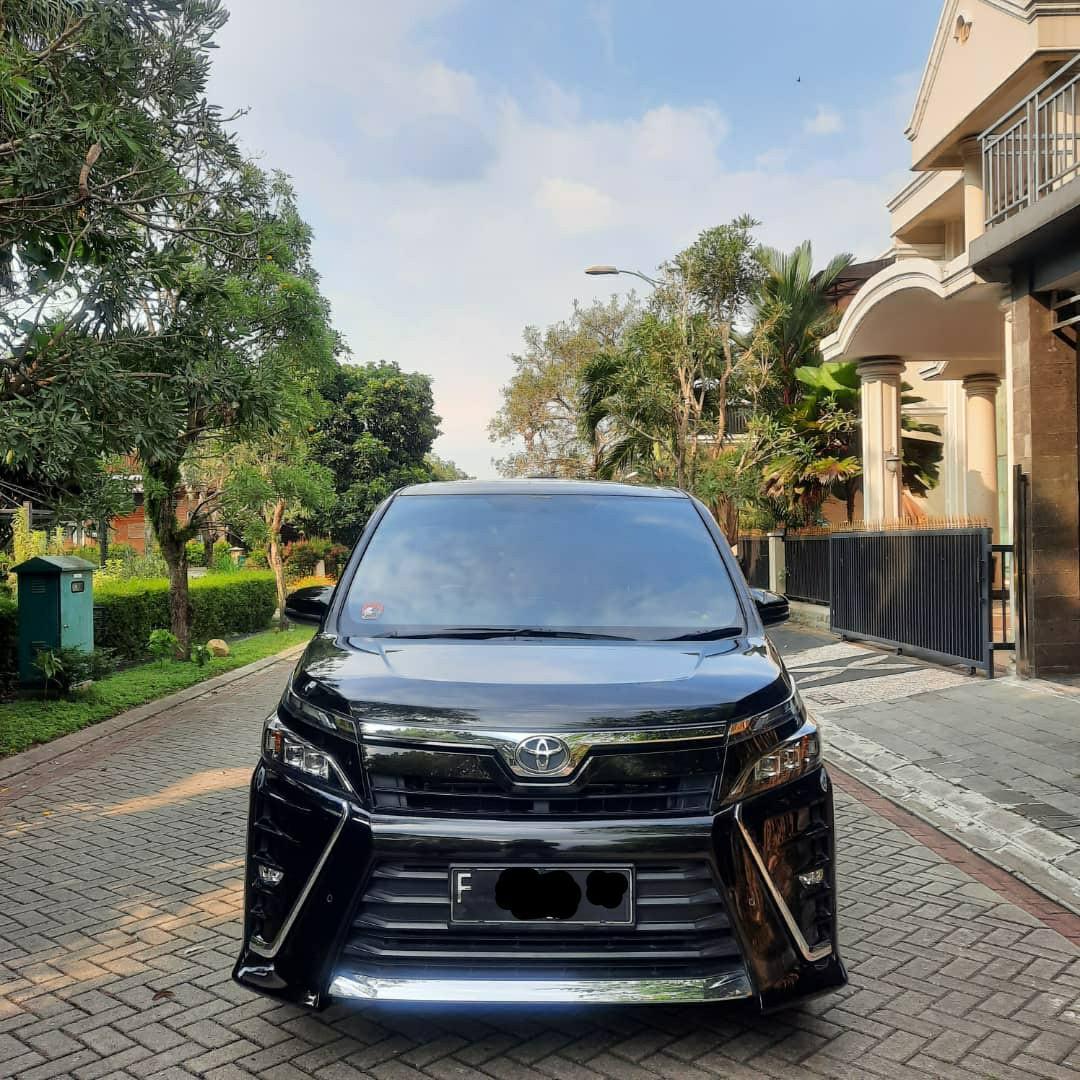 Toyota Voxy 2017 AT (CBU)