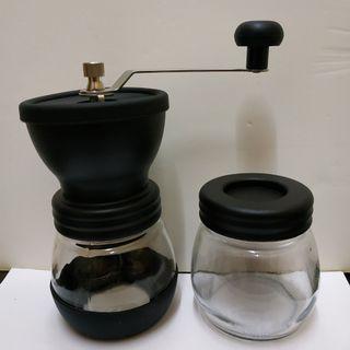 99%new 手動磨咖啡器 連玻璃瓶一個