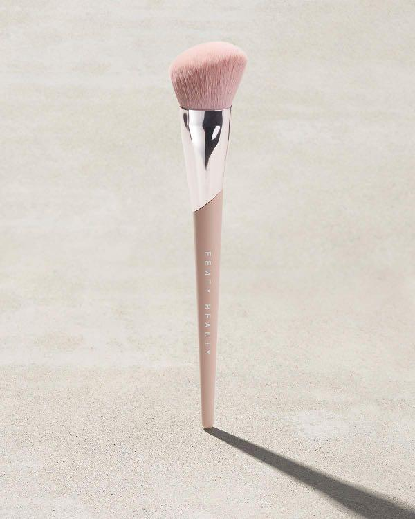 Fenty Beauty - Face Shaping Brush - Brand New