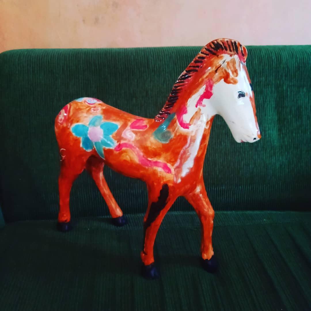 Pajangan kuda antik