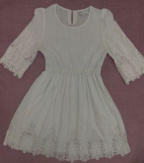Pazzo白色蕾絲刺繡五分袖小洋裝M號