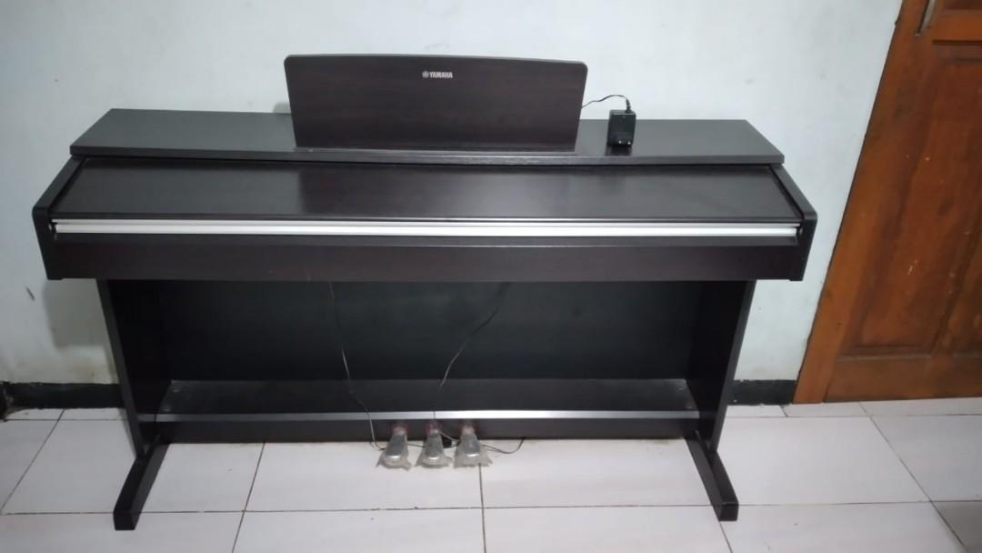 Piano Yamaha Arius YDP-142 Digital Piano