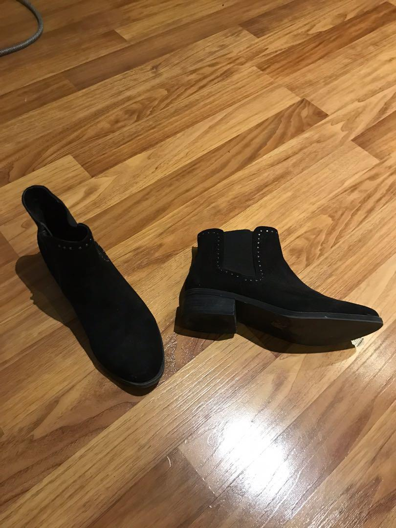 Steve Madden black ankle boots. Size 7
